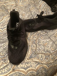Pair of black adidas boost size 10 Houston, 77019