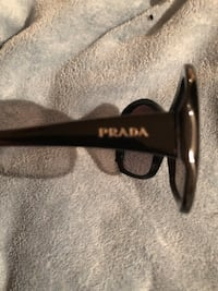 Black pre owned Prada sunnies mint condition  Vaughan, L4H