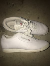 Woman's REEBOX runners size 9 Surrey