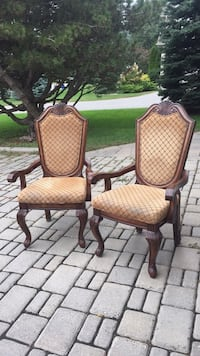 2 wooden arm chairs Whitby, L1R 1V8