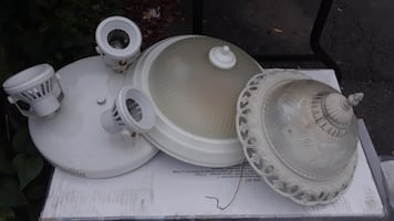 3 LIGHT FIXTURES ALL FOR 25$