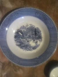 round white and blue ceramic plate St. Louis, 63116