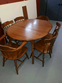 table + 6 chairs  Port Colborne, L3K 1T2