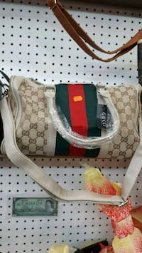 white and green Gucci leather tote bag Montréal, H3N 2R6
