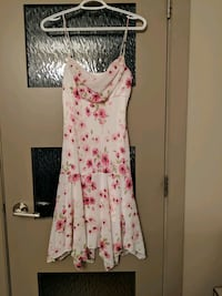Beautiful floral dress with a lining size S Calgary, T2E 0B4
