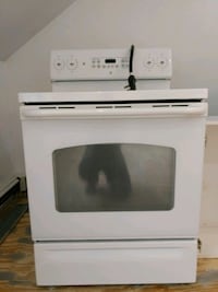 Like new/electric range oven Hopewell Junction, 12533
