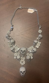 Skull white flexible necklace with stones.
