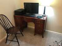 Antique desk with chair Silver Spring, 20902
