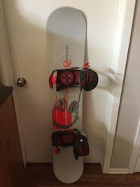 145 cm Division 23 Snowboard w/ Kemper Bindings London