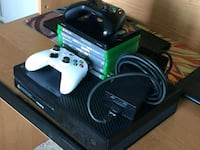 Xbox One 500gb+Games&Controllers Bolingbrook
