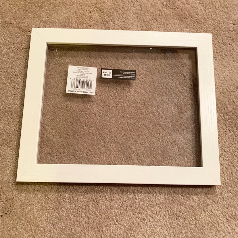 6 White picture frames