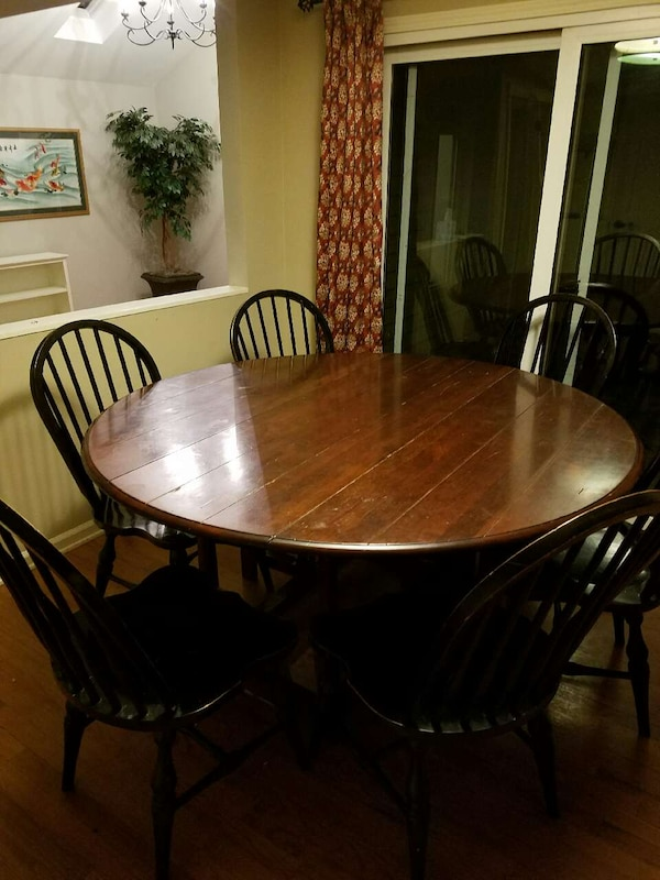 Kitchen drop leaf round table and 6 chairs