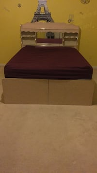 2 piece box bed set and dresser for 100 Windsor, N8P 1K2