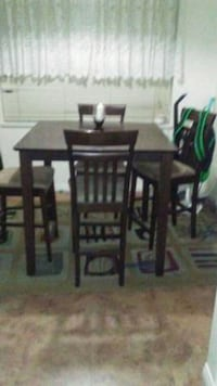 Table and chairs Surrey, V3T 5S2