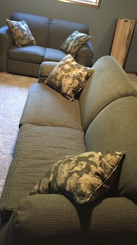 Couch and loveseat free Gladstone, 97027