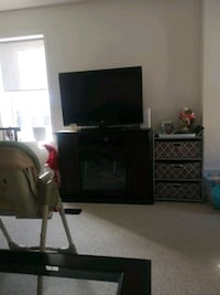 Tv and electric fire place 650 for both or best offer Oshawa, L1L 0H4