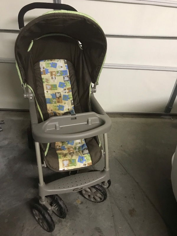 Babys Black And Gray Graco Car Seat Carrier
