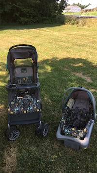 Baby's black and green travel system 40 km