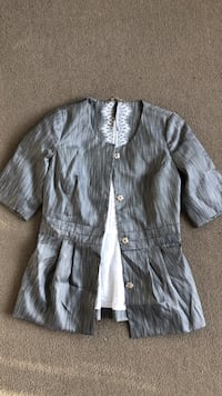 Women's gray button-up blouse Seattle, 98122