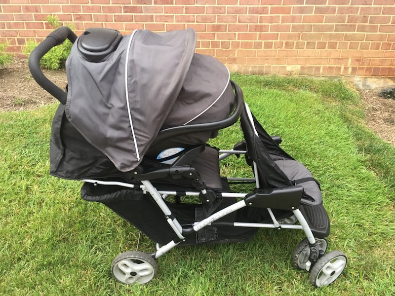 Graco DuoGlider click connect stroller and car seat with bases. accc30b3-a597-4319-ad6c-d688e989ed60