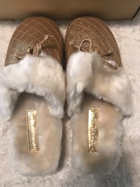 New in box Micheal kors slippers sz8$25 Redding, 96002