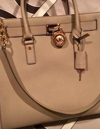 Michael Kors bag authentic Dollard-des-Ormeaux, H9B 1Z8