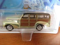 Johnny Lightning Diecast 2002 Holiday Classic Car Ornaments (RARE) Guelph