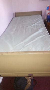 white and gray bed mattress Columbus, 43227