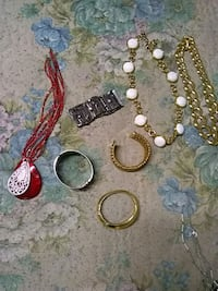 Necklaces and bracelets St. Louis, 63136