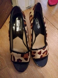 pair of black-and-brown leather flats Gatineau, J8P 1G5