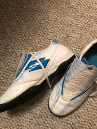 Indoor soccer shoes 8 $20 Calgary, T2A 7B6