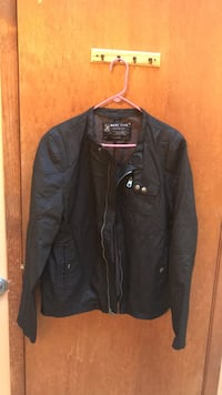 black zip-up jacket Glen Cove, 11542