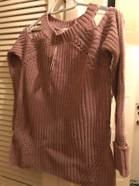 Pink and white knitted sweater Northbrook, 60062