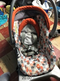 baby's black and red car seat carrier Columbus, 43223