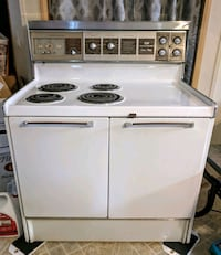 1973 Frigidaire Stove - self cleaning double oven Dover, 19904