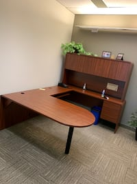 D Top Desk with Hutch, Good Condition! Mississauga