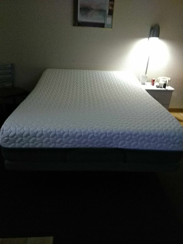 Used Gel foam adjustable bed comes with remote for sale in San