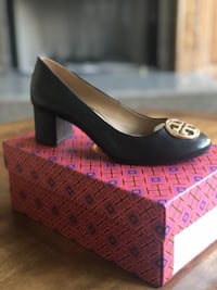 Tory Burch Chelsea Pumps null