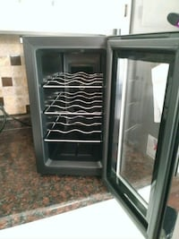 6 bottle wine fridge Cranston, 02920