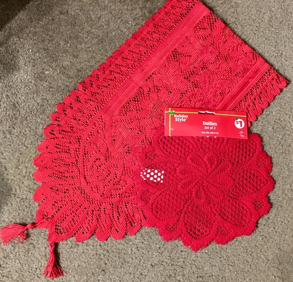4ft Doilie table runner & 2 round 12in red decorative doilies