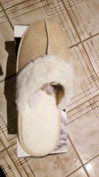 Brand new ladies slippers beige or lilac Mississauga, L4W 3N6