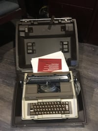 Vintage Smith -Corona Electric Typewriter works well Essa, L0L