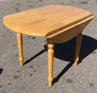 Drop leaf country style table