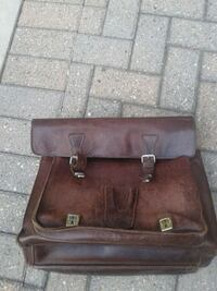 Thick  leather  briefcase  London, N5X 3C8