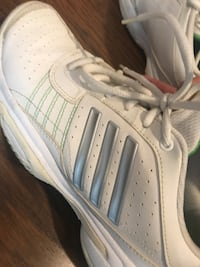 Adidas tennis shoes (Almost new) Toronto, M4S
