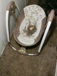 baby's gray and white bouncer Stockton, 95209