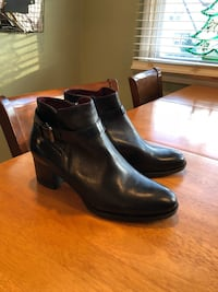 Black leather ankle boots Lynbrook, 11563