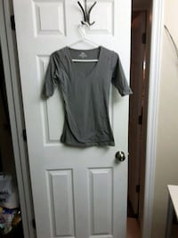 Suzy shier grey  signature tee small