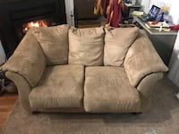 2 free fair condition couches Vienna, 22182