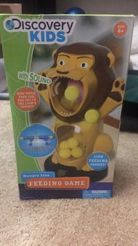 Hungry lion feeding game  Chicago, 60622